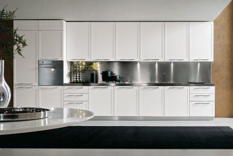 Cucina Moderna Rovere Laccato Bianco e Maniglia Integrata
